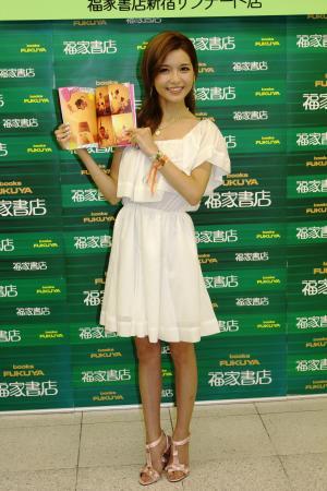 AAA宇野実彩子「水着姿に抵抗なし」 2冊目となるフォトブックを発売