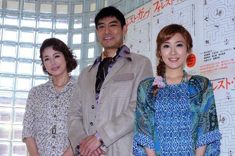 (左から)高橋ひとみ、高嶋政宏、前田亜季