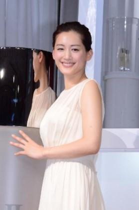 未来の美肌案内人に就任した綾瀬はるか 未来の美肌案内人に就任した綾瀬はるか 「SK-☆(ローマ数