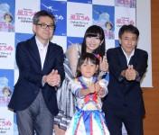 受賞者らとAKB48楽曲の決めポーズを披露した指原莉乃