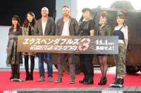 (左から)保田圭、飯田圭織、パトリック・ヒューズ監督、ケラン・ラッツ、しずちゃん、石川梨華、小川麻琴