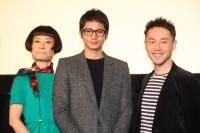 (左から)片桐はいり、向井理、西田征史監督