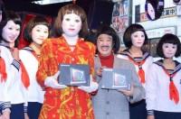 渋谷の街角に登場した日本エレキテル連合