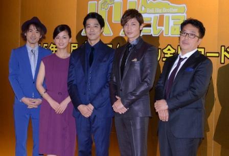 (左から)ナオト・インティライミ、尾野真千子、堤真一、玉木宏、李闘士男監督