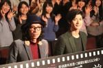 早稲田大学で700人の学生を前にトークショーを行った行定勲監督(左)と三浦春馬