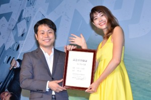 井上裕介(左)と森星