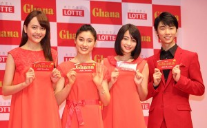 (左から)松井愛莉、土屋太鳳、広瀬すず、羽生結弦選手