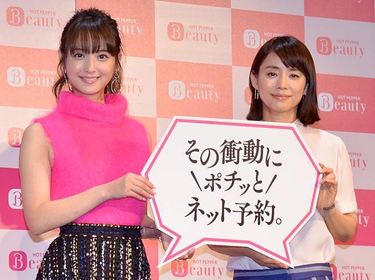 「ホットペッパービューティー」の新CMに出演する佐々木希(左)と石田ゆり子