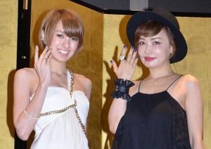 パーティーに出席した南明奈(左)と平子理沙