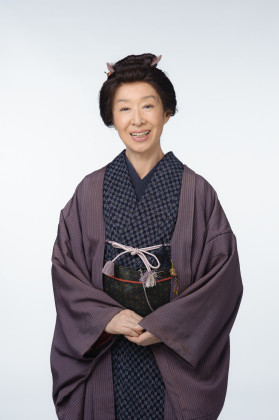 阿久沢せい役の三田佳子