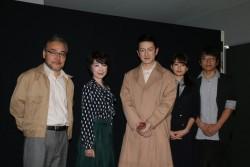 (左から)岩松了、伊藤蘭、中村獅童、前田敦子、勝村政信