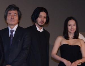 (左から)小栗康平監督、オダギリジョー、中谷美紀
