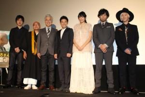 (左から)真壁幸紀監督、白川密成氏、イッセー尾形、伊藤淳史、山本美月、主題歌を担当した吉田山田