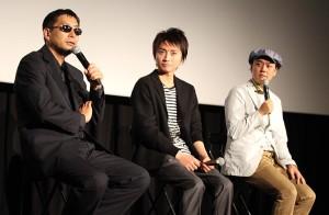 ムー編集長の語るUMA情報に興味津々(左から)三上丈晴編集長、藤原竜也、岡安章介