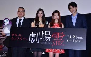(左から)中田秀夫監督、足立梨花、島崎遥香、町田啓太