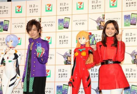 記者発表会に登場したDAIGO(左)と加藤夏希
