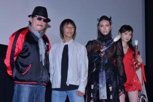 (左から)雨宮慶太監督、大橋明監督、秋元才加、朝倉えりか