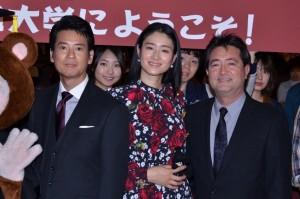 (左から)唐沢寿明、小雪、チェリン・グラック監督
