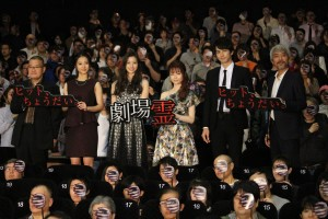 (左から)中田秀夫監督、高田里穂、足立梨花、島崎遥香、町田啓太、小市慢太郎