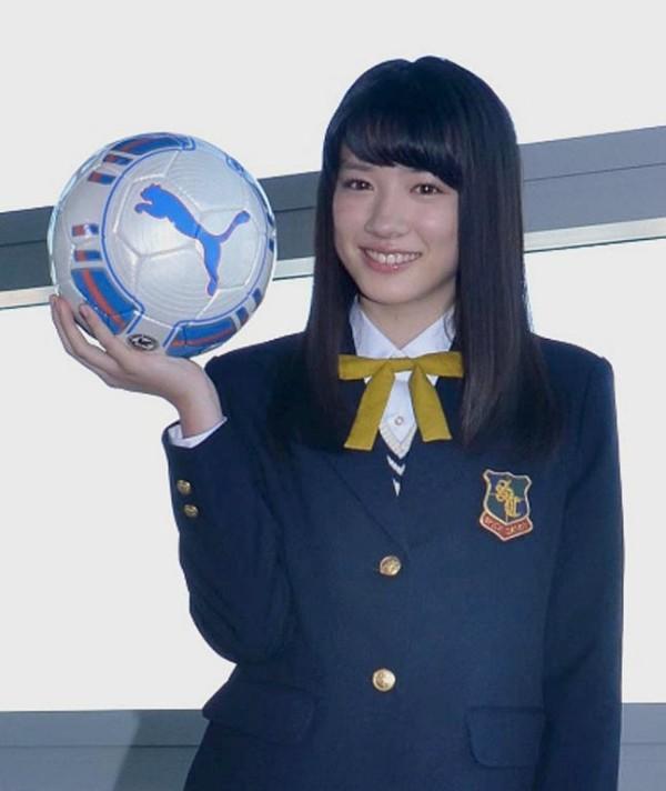 「第94回全国高校サッカー選手権大会」11代目応援マネージャーを務める永野芽郁