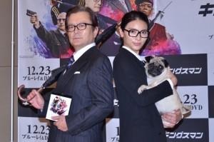 英国紳士風のスタイルで登場した大和田伸也(左)と秋元才加