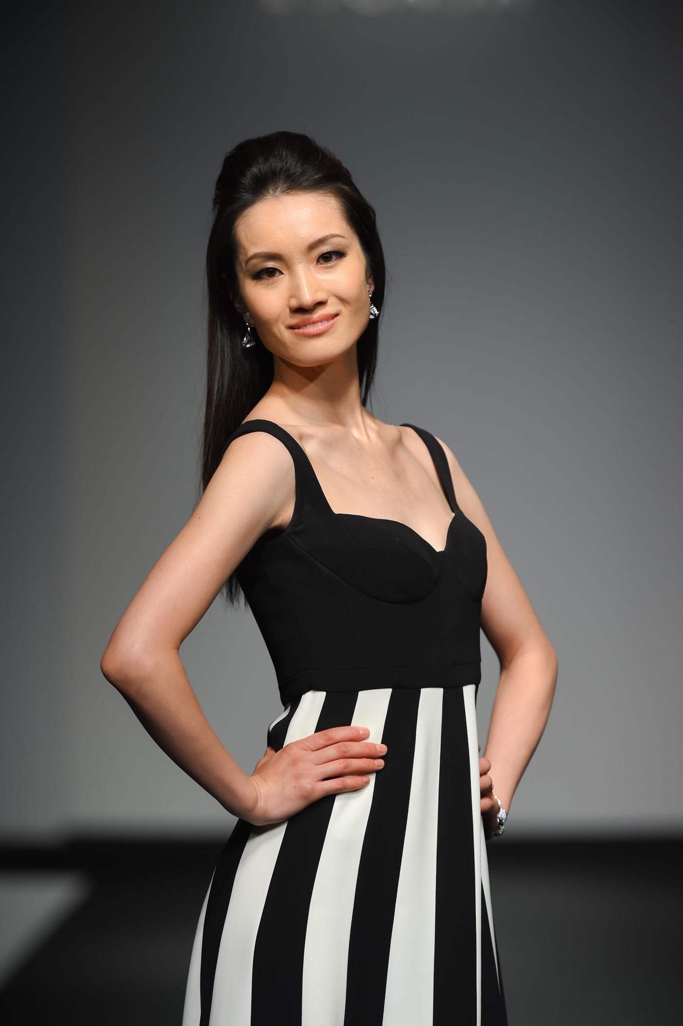 荒川静香、ファッションショーで堂々のランウエー 羽生結弦の「挑戦し続ける姿を尊敬する」