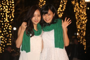 板野友美(左)と小島瑠璃子