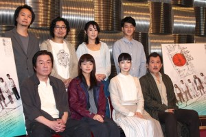 (前列左から)古田新太、多部未華子、りょう、吉田鋼太郎、(後列左から)長塚圭史、中山祐一朗、石橋けい、葉山奨之
