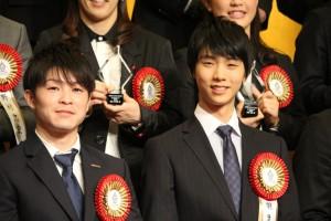 内村航平選手(左)と羽生結弦選手