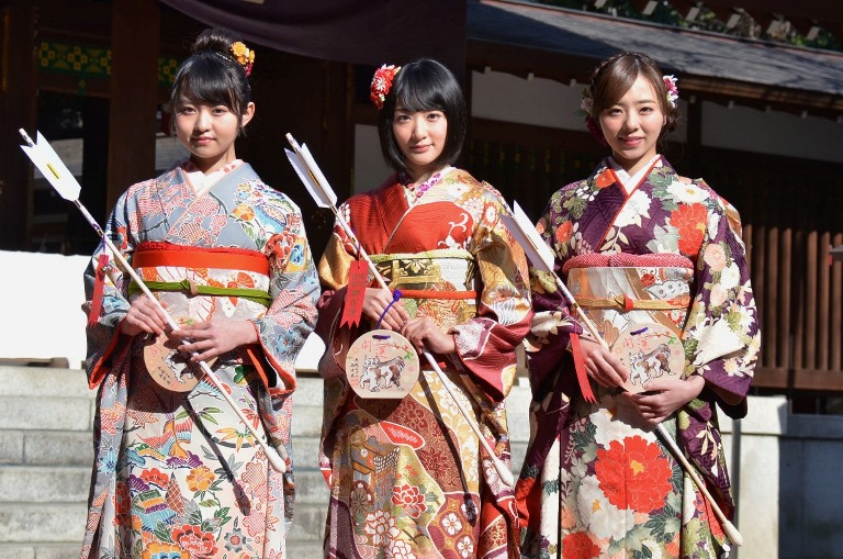 (左から)伊藤万理華、生駒里奈、川村真洋