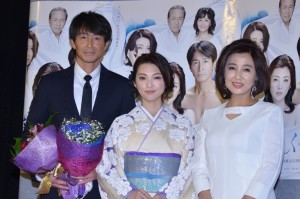 (左から)吉田栄作、田中麗奈、秋吉久美子