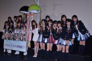 舞台あいさつで勢ぞろいしたHKT48メンバーとNMB48メンバー