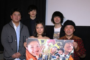 (前列左から)石井杏奈、井上剛監督、(後列左から)前田航基、柾木玲弥、渡辺大知
