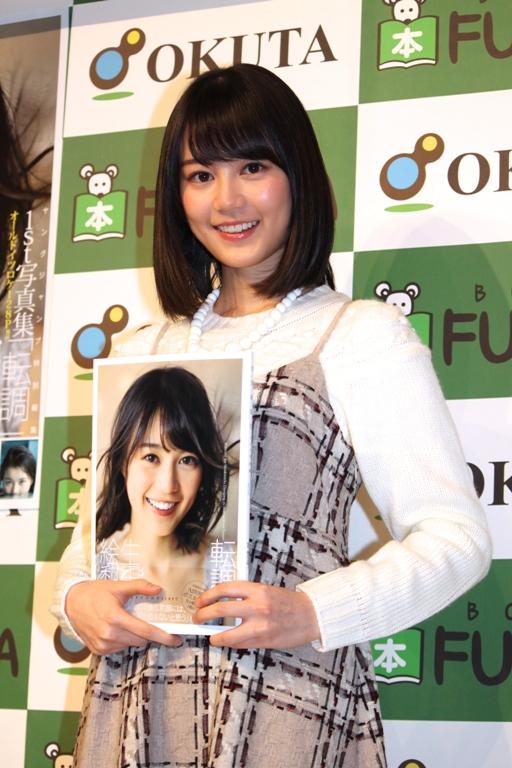 写真集の発売を記念して取材に応じた生田絵梨花