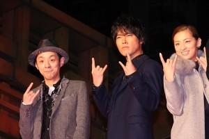 (左から)宮藤官九郎監督、桐谷健太、尾野真千子