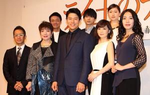 (前列左から)宮本亜門氏、鳳蘭、鈴木亮平、倉科カナ、中村中、(後列左から)神保悟志、吉沢亮、大野いと