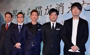 (左から)市川南氏、春名慶氏、佐藤健、永井聡監督、川村元気氏