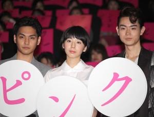 (左から)柳楽優弥、夏帆、菅田将暉
