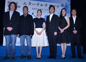(左から)デヴィッド・ルヴォー氏、中嶋しゅう、深津絵里、中村七之助、伊藤歩、音尾琢磨