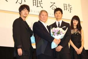 (左から)新井浩文、ビートたけし、西島秀俊、忽那汐里