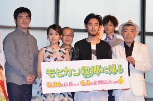 (前列左から)前田敦子、松田龍平、柄本明、(後列左から)沖田修一監督、もたいまさこ、千葉雄大