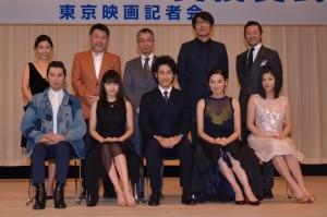 「第58回 ブルーリボン賞」の受賞者と司会者