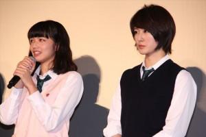 小松菜奈(左)と高月彩良