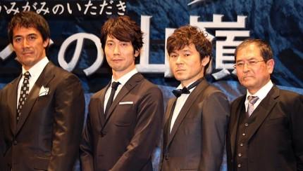(左から)阿部寛、佐々木蔵之介、甲本雅裕、平山秀幸監督