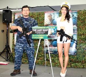 金子賢一氏(左)と橋本マナミ