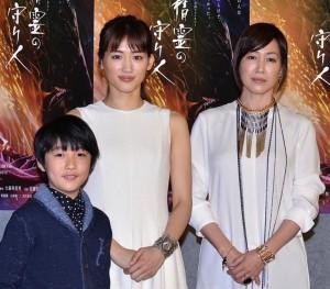 (左から)小林颯、綾瀬はるか、高島礼子