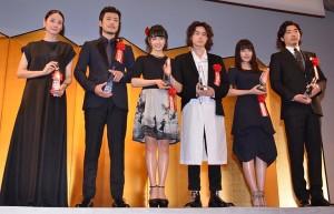 「2016年エランドール賞」新人賞を受賞した、(左から)吉田羊、玉山鉄二、土屋太鳳、菅田将暉、有村架純、柄本佑