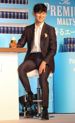 「バックカントリースキーから帰って仲間と飲むビールが好き」と松田翔太