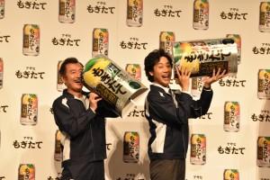 吉田鋼太郎(左)と大泉洋