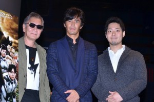 (左から)三池崇史監督、伊藤英明、貴家悠氏